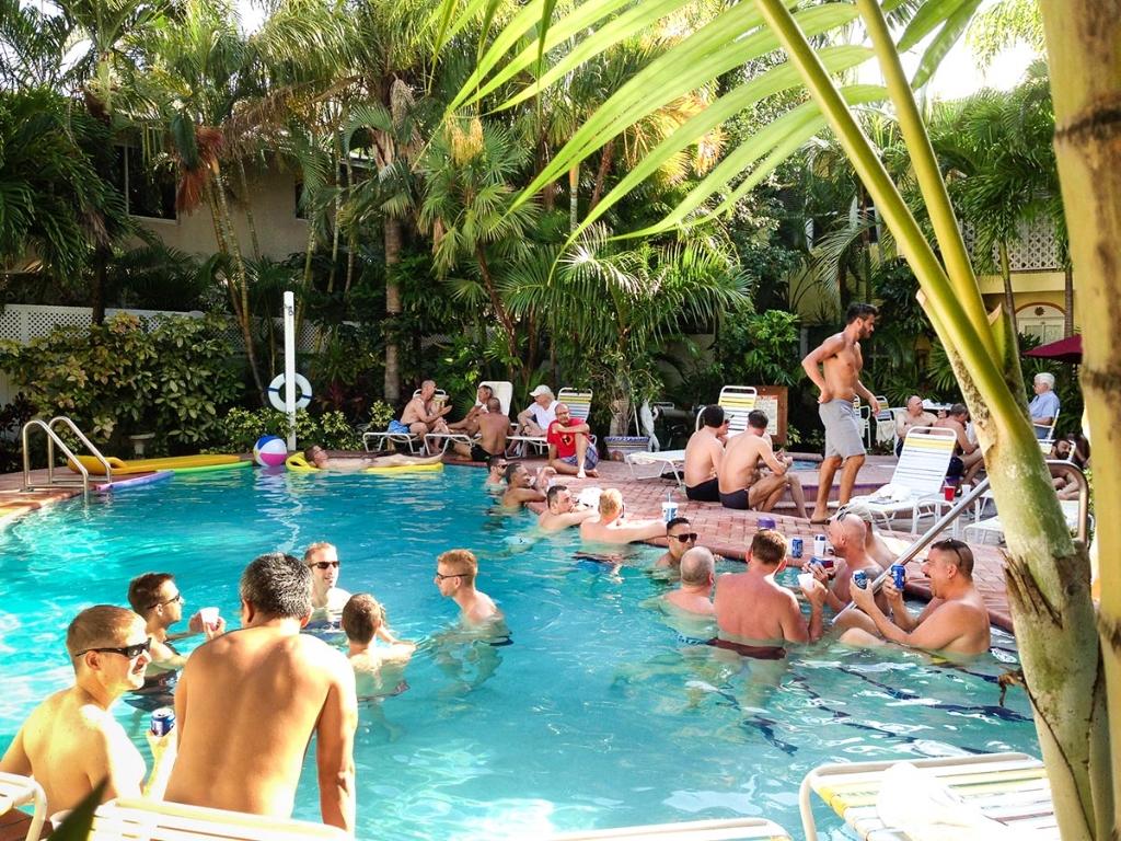 pakaian gay terbaik resort fort lauderdale